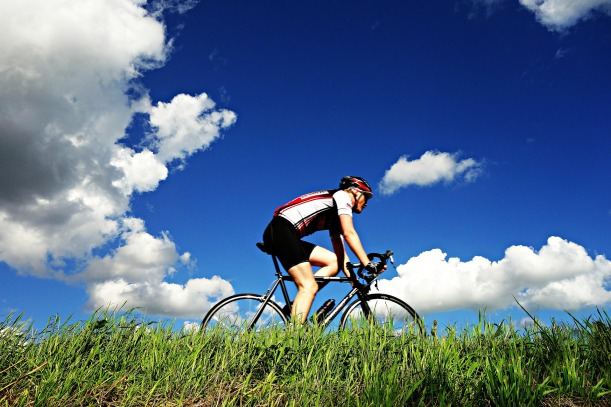 cyclist-1537843_1920